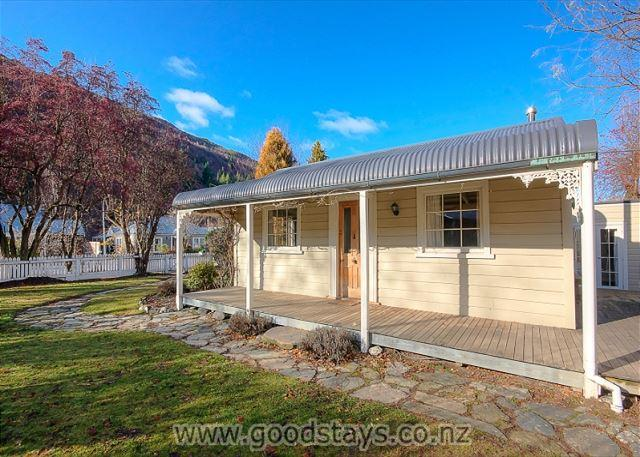 Nairn Cottage - Image 1 - Queenstown - rentals
