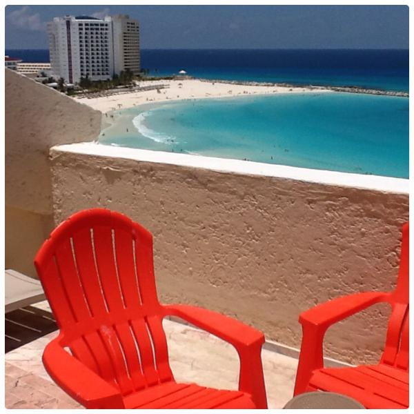 View from the Roof top decks PH3A  - View from penthouse balcony, the beach now $95/nt - Cancun - rentals