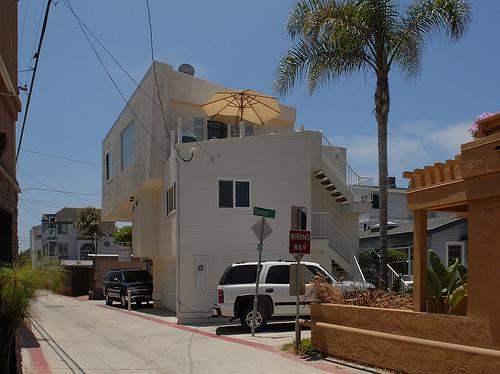 outside of building - 3844 Bayside Lane - San Diego - rentals