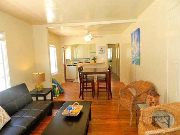 living room with dining - Amazing 3 Bedroom, 1 Bathroom House in San Diego (716 Dover Ct.) - San Diego - rentals