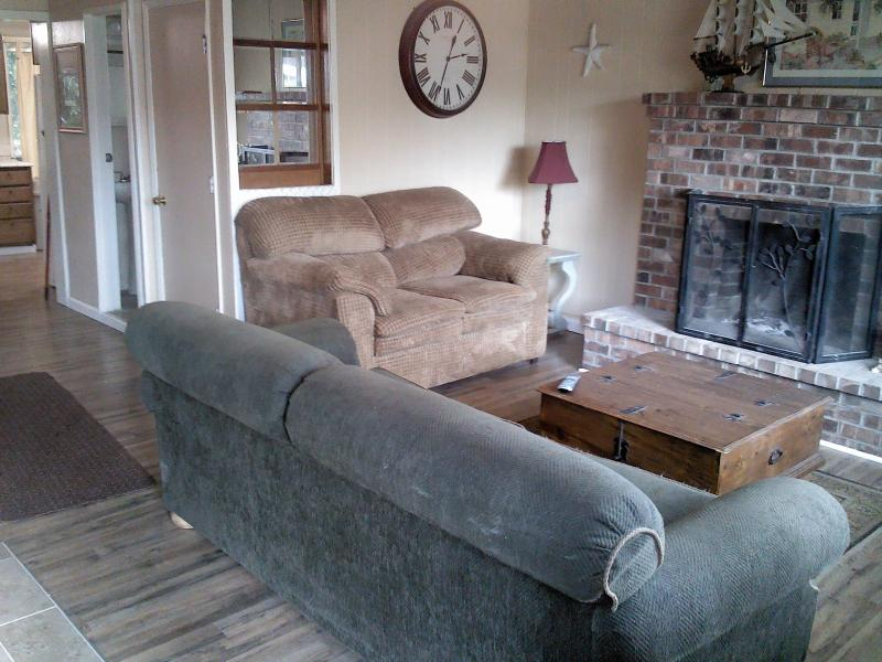 Comfortable Home Near East Devils Lake - Image 1 - Lincoln City - rentals