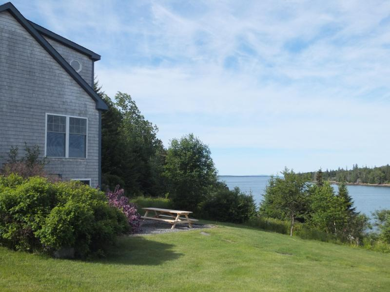 Your picnic view of Duck Cove from the patio at Blue Heron Tide. - Seaside Cottage, 4 BRs, Private Beach, Great Views - Tremont - rentals