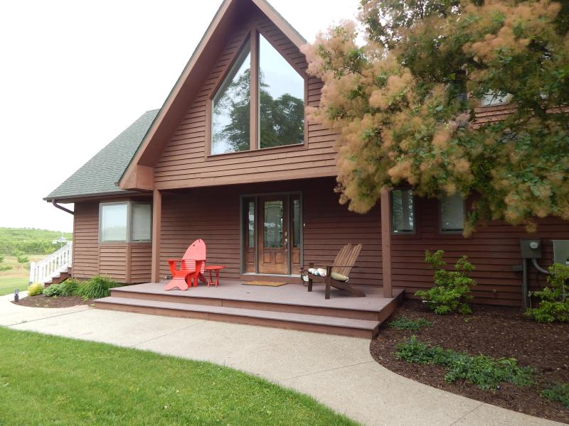 Front of house - Luxury home on Lake near Saugatuck & Lake Michigan - Fennville - rentals
