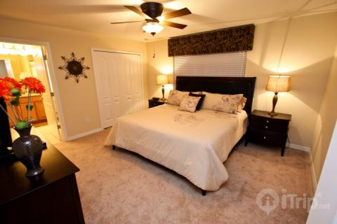 Huge King Master with ensuite and TV - 8888 Paradise Palms - Kissimmee - rentals
