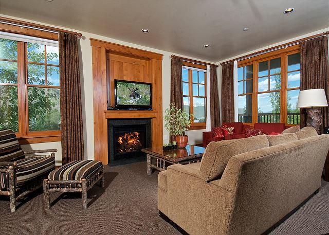 Resort Luxury Setting Right in Town on Snow King Mountain w/ Sweeping Views - Image 1 - Jackson - rentals