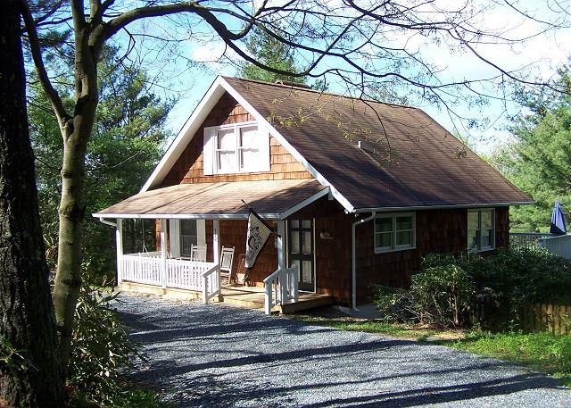 Campbell Cottage is Blowing Rock living, cottage style, minutes from downtown - Image 1 - Blowing Rock - rentals