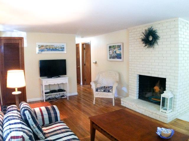 Living Area - 1 Mile to Beach - 3 Bedrooms with AC & WiFi - DE0116 - Dennis - rentals