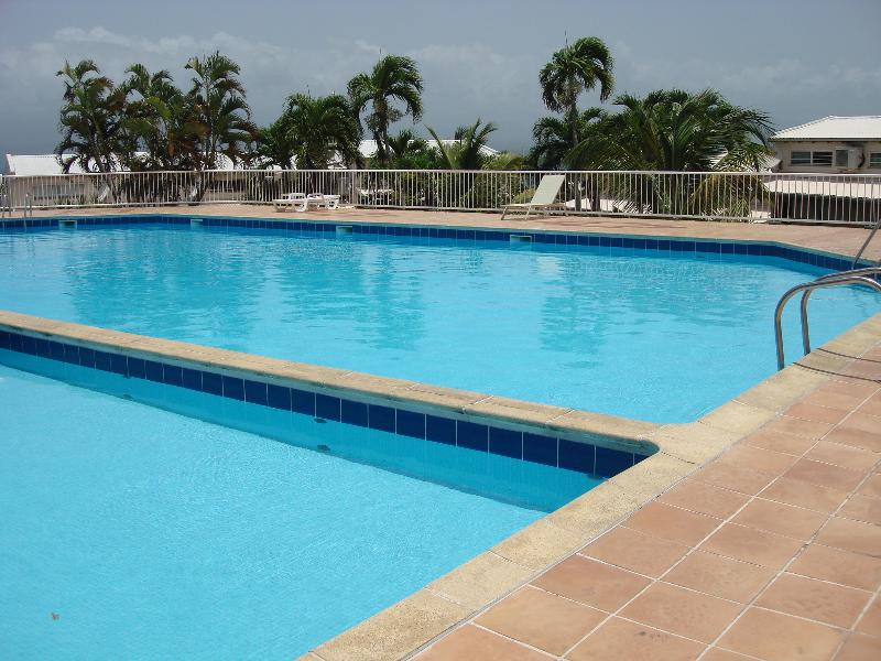 Attractive duplex with pool in the heart of a lively resort - Image 1 - Le Gosier - rentals