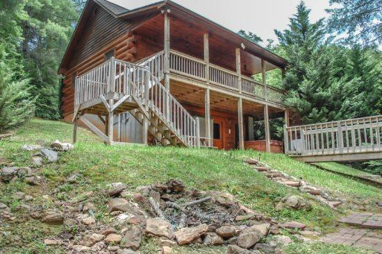 WHISPERING CREEK~3 BEDROOM, 2 BATHROOM~SLEEPS 6~ETC CABLE~WIFI~HOT TUB~GAS LOG FIREPLACE~GAS GRILL~HOT TUB~FIRE PIT~ON PATTERSON CREEK~$155/NIGHT - Image 1 - Blue Ridge - rentals