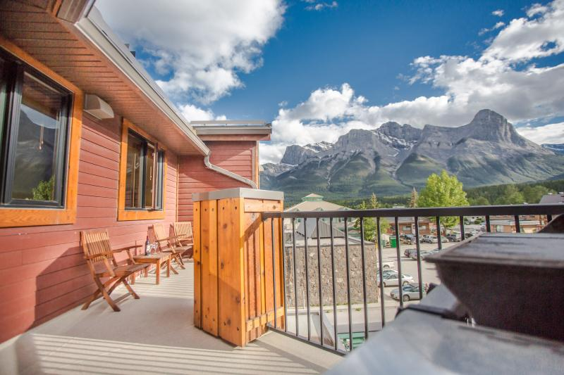 Sit on the deck with your morning coffee and take in the view of Ha Ling & Rundle ! - Ridge View Loft - Beautiful 2BR, 2BA Condo - Canmore - rentals