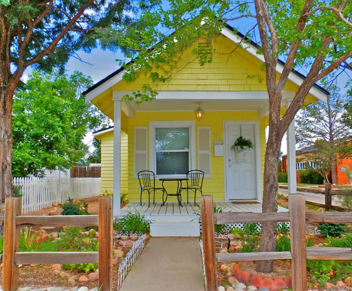 Romantic & Charming Parisian Honeymoon Cottage - PARISIAN Victorian Cottage ROMANTIC Gazebo/Gardens - Colorado Springs - rentals