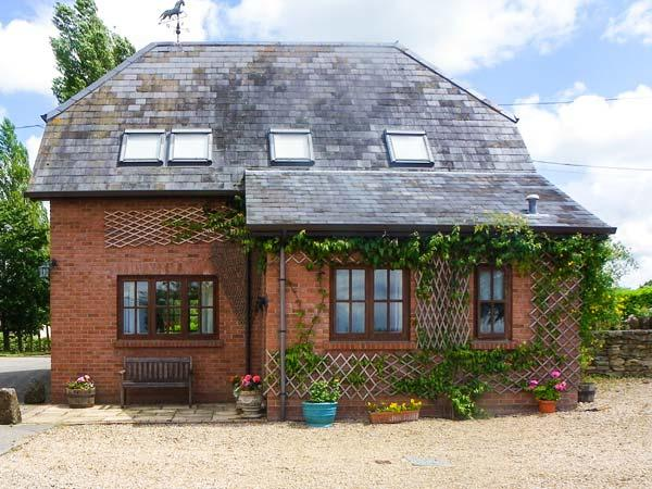 THE STABLES, pet friendly, character holiday cottage, with a garden in Sturminster Newton, Ref 1854 - Image 1 - Sturminster Newton - rentals