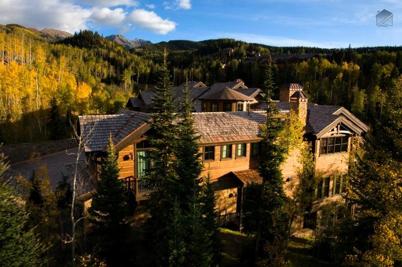 Nestled in the natural beauty of the mountains, Castellina is one of the finest complexes in Telluride. - The only thing missing is the crown - Ski in/out, private hot tub, short walk to Mountain Village core - The Palace at Castellina - Mountain Village - rentals