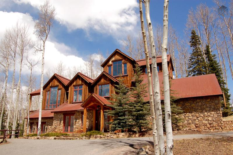 View of House From Driveway - Find peace… in powder - Ski in/out, private hot tub - Powder Place - Mountain Village - rentals
