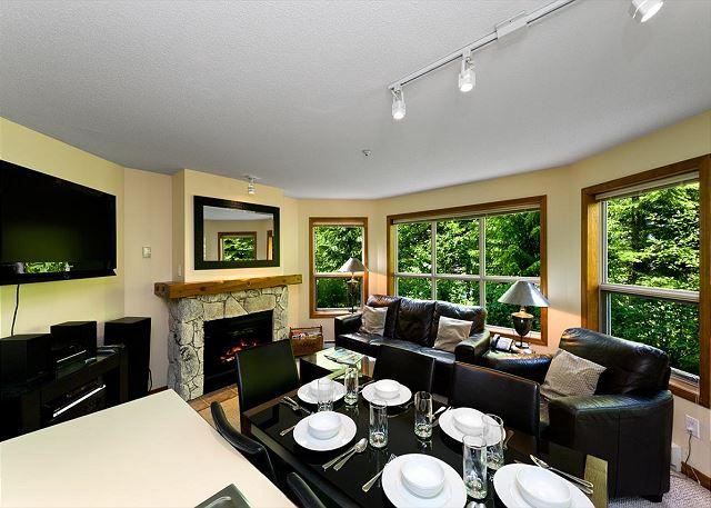 Living & Dining Area - Aspens, prime ski-in, ski-out, 2 bdrm with serene forest view - Whistler - rentals