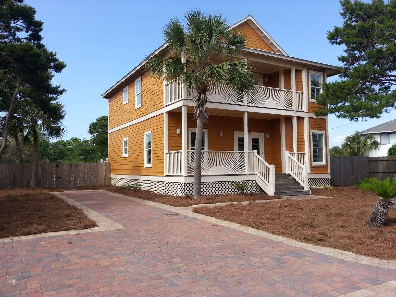'Mango Sun' 6B/4Ba - Private Pool - Sleeps 18 - Image 1 - Destin - rentals