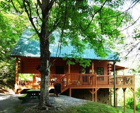 Front of our Cabin, Flat and lots of parking - VIEW - Clean - PRIVATE- FREE NT or NO Cleaning Fee - Gatlinburg - rentals