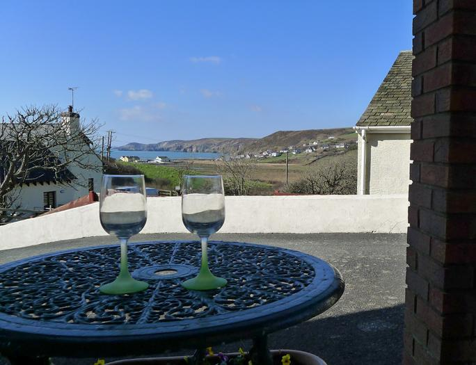 Pet Friendly Holiday Cottage - The Gazebo, Newgale - Image 1 - Newgale - rentals