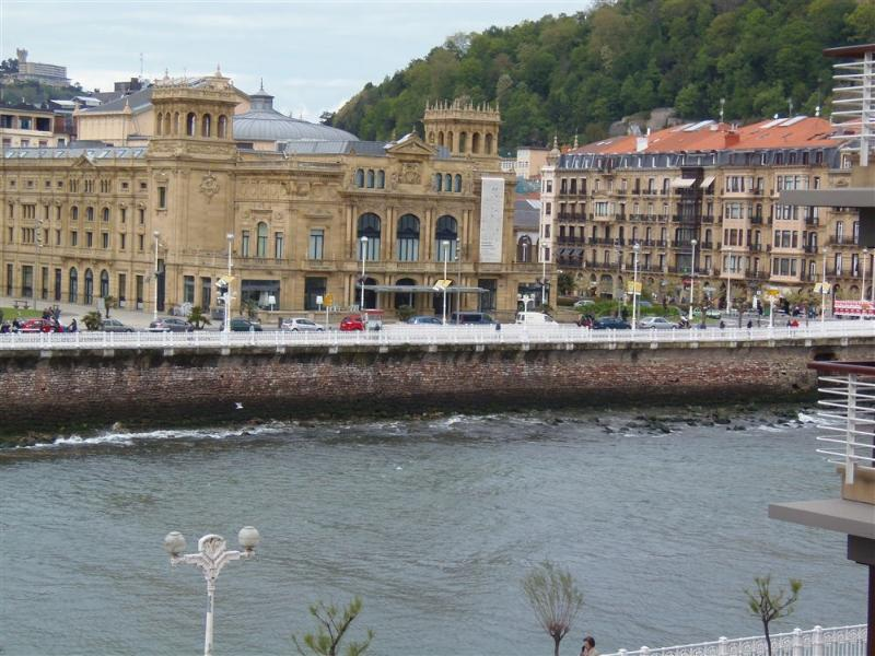 Views from the apartment: The river, majestic 5* Hotel Maria Cristina and Victoria Eugenia theater - AMALUR::Beach new design apartment town center 4p. - San Sebastian - Donostia - rentals