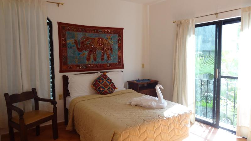 Charming 2 Bedrooms Apartment in the Heart of Playa del Carmen - Image 1 - Playa del Carmen - rentals