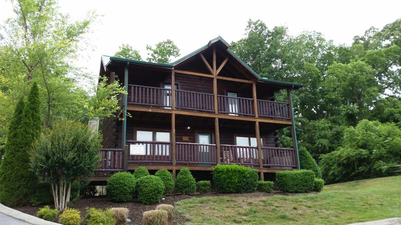 Lookout Lodge  Cabins at the Crossing - Image 1 - Sevierville - rentals
