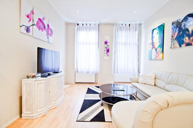 Great, cheap, central - up to 6 persons - Image 1 - Berlin - rentals