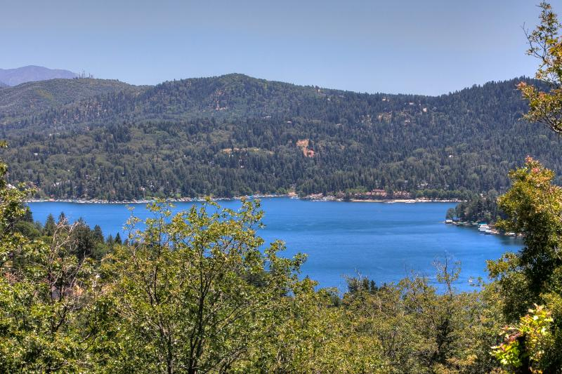 Lake View from upper deck - Lake View/Level Entry/Beach Club/Kayaks/Gym Pass/WiFi/AC/Jetted Tub - Lake Arrowhead - rentals