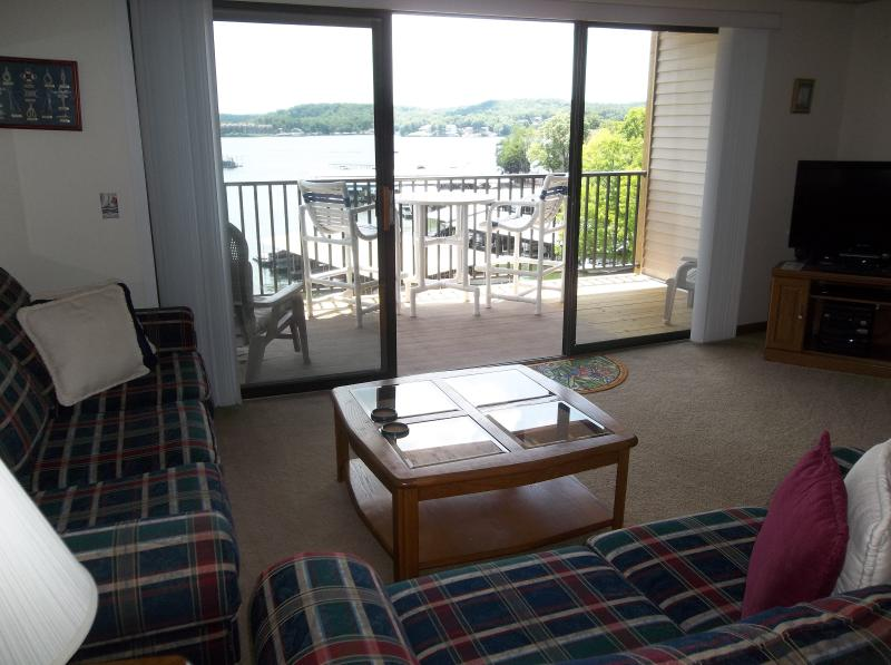 Great cozy condo with great view - Great Lakefront Condo, King Bed, Wifi, Gas Grill - Lake Ozark - rentals