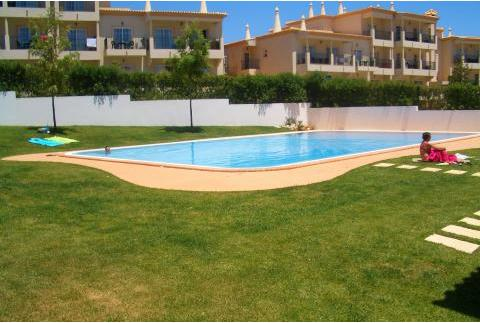 Pool Area  - Compas Orange Apartment - Olhos de Agua - rentals