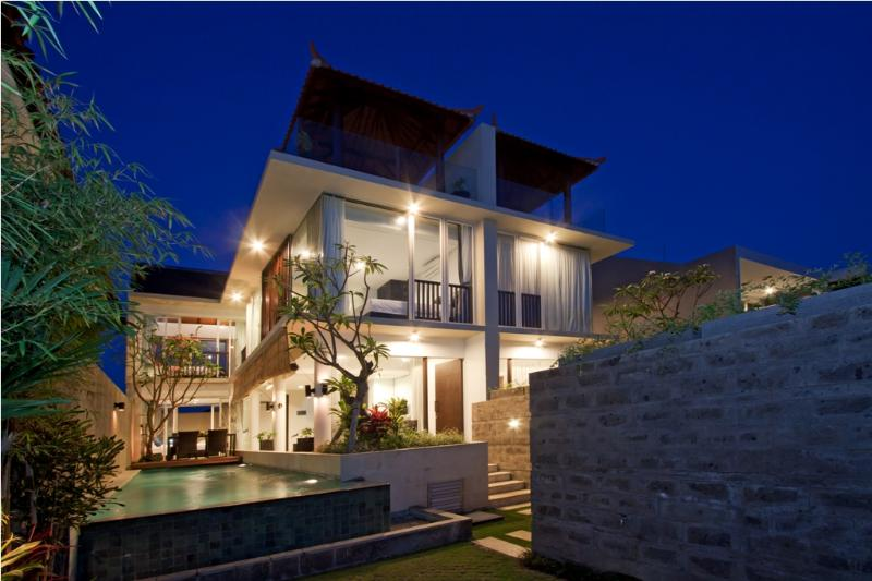 Villa overview at night time - Grace-Milena,3 Bed Villa,5 min walk to Echo Beach - Canggu - rentals