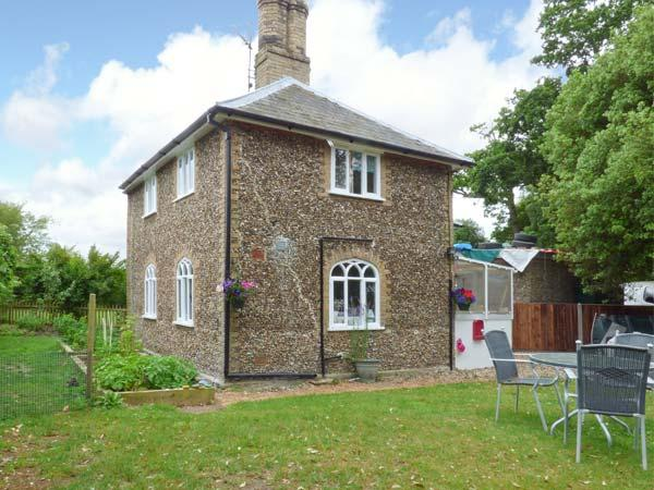 28 STONE COTTAGE, en-suite facilities woodburning stove, feature beams, WiFi, Ref 913819 - Image 1 - Thorington - rentals