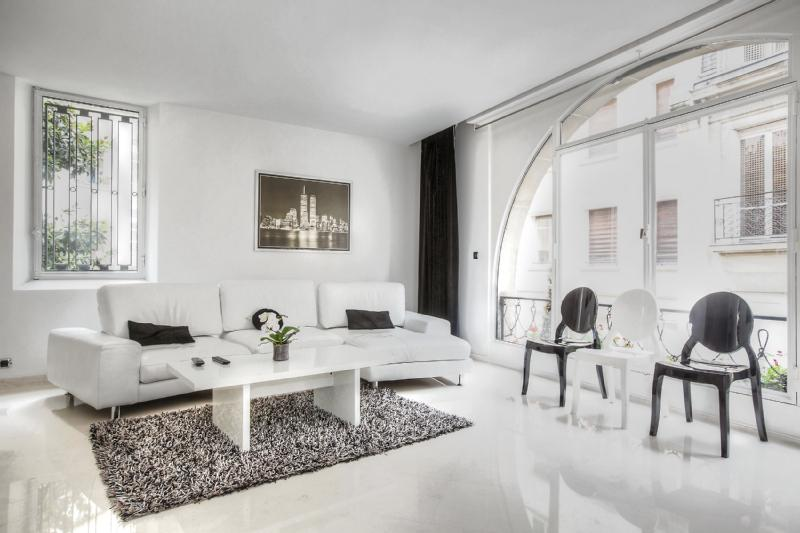 *ELEGANT 2 BEDROOM APARTMENT NEAR ARC DE TRIOMPHE* - Image 1 - Paris - rentals