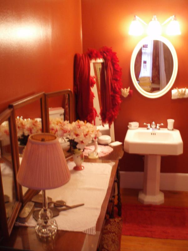 Bath for Yellow Room - Arts and Crafts Home providing by the day rentals - Berkeley - rentals