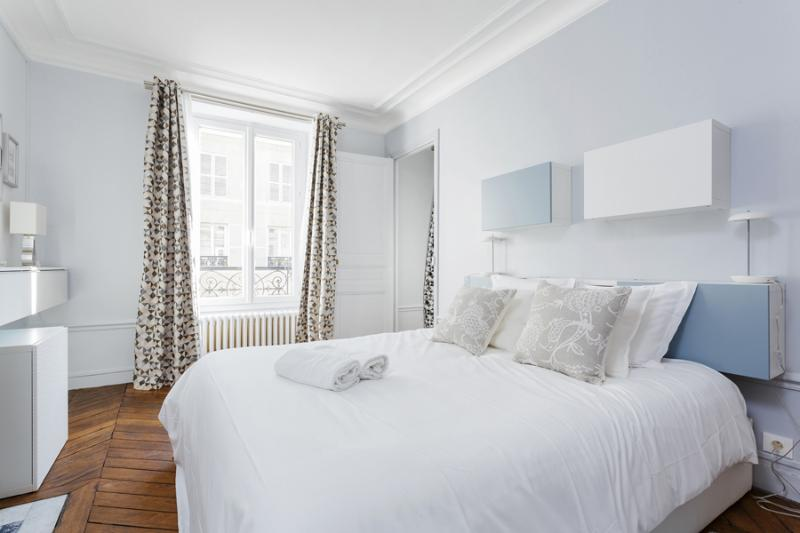 Master Bedroom - 50. 2BR - River Seine - Notre Dame - Latin Quarter - Paris - rentals