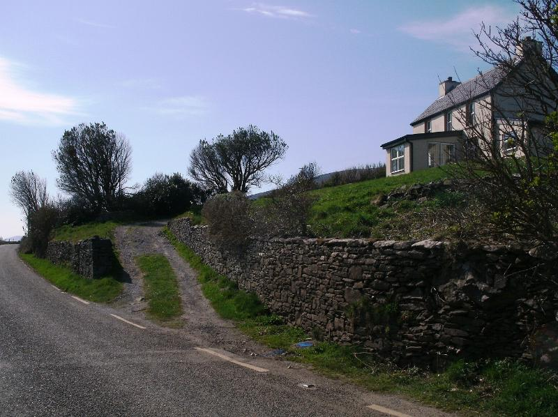 This is the rugged drive way.....approach from the Beehive Huts, 7km after Ventry. - The Wild Atlantic Way: Slea Head Seaside Getaway - Ventry - rentals