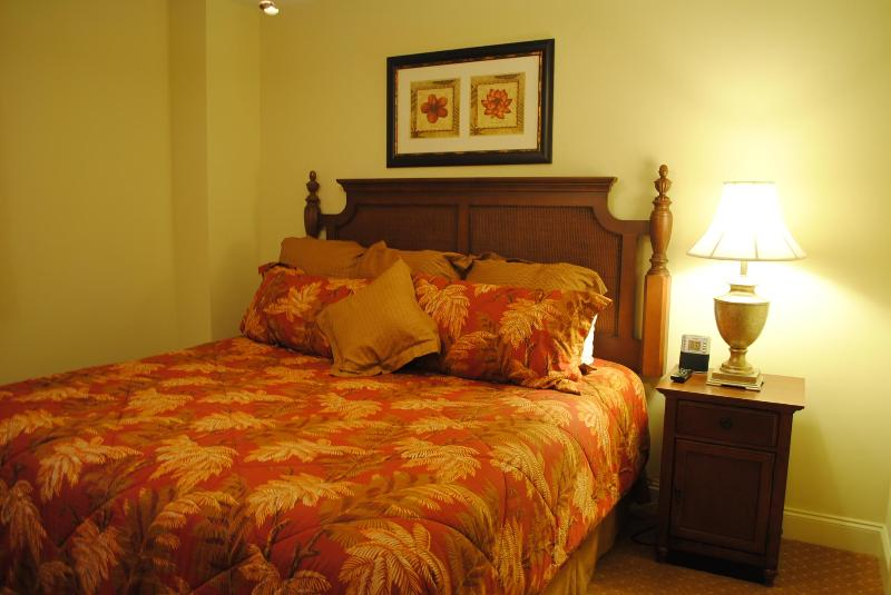 Master bedroom - Island Vista - 2 bedroom Penthouse - Myrtle Beach - rentals