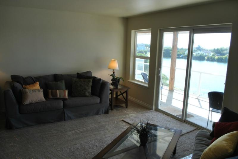 Kat's Cove Condo - Waterfront with Dock; Wifi - Image 1 - Ocean Shores - rentals