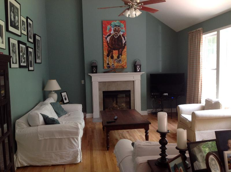Family Room - Great house in Saratoga Springs-minutes to Track, SPAC & Downtown - Saratoga Springs - rentals