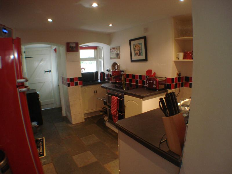 The comprehensively equipped kitchen - The Old Butchers House, Monmouth - Monmouth - rentals