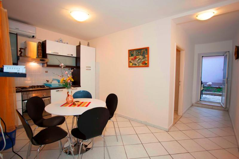 Apartment for 4 in the centre of Makarska - Image 1 - Makarska - rentals