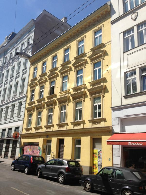 building viewing from the street - Apartment NEUSTIFTGASSE 56 - Vienna City Center - rentals