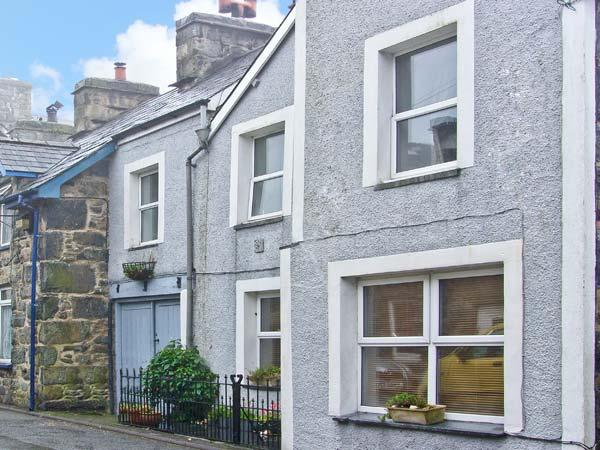 YR EFAIL, cottage in Snowdonia National Park offering picturesque walks, pet-friendly, with a patio area in Harlech, Ref 16937 - Image 1 - Harlech - rentals