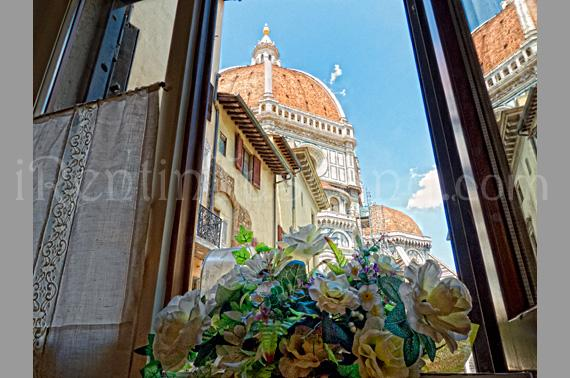 View of Dome from window in dining room - Cozy Apartment with a Unique View of the Duomo - Florence - rentals