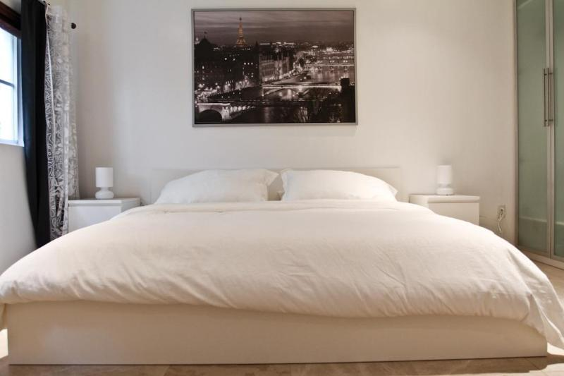Chic South Beach Living at It's Very best - Image 1 - Miami Beach - rentals