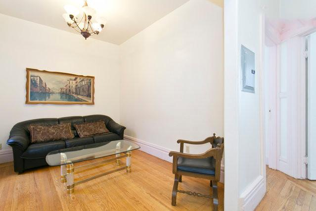 Lounge on the nap-worthy couch in the relaxing living room, with tasteful decor and furnishings. - Gorgeous San Fran 2Br Near Financial District - San Francisco - rentals