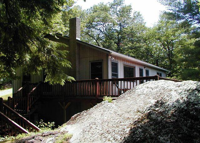 Great family retreat minutes  from Boone, sleeps 6 - Image 1 - Blowing Rock - rentals
