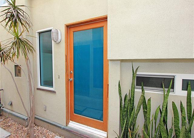 Great 3 Story Condo, 5th House from Beach! Ocean Views! (68229) - Image 1 - Newport Beach - rentals