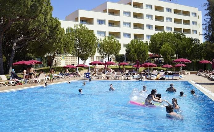 2 BEDROOM APARTMENT POOL VIEW FOR 5 IN A 4 STAR APARTHOTEL WITH 4 POOLS AND RESTAURANT – ALBUFEIRA - REF. ALP143244 - Image 1 - Olhos de Agua - rentals