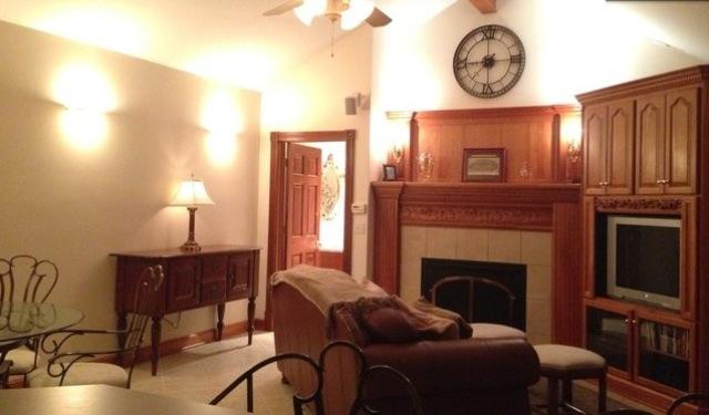 looking at living area and dining table from kitchen area - Private Guest House near Starved Rock State Park! - Ottawa - rentals
