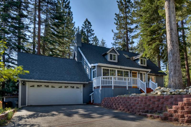 Lone Pine Lodge is located in a wooded neighborhood that's both quiet and central. - Home with spacious back deck, grill, hot tub and home theater room - Lone Pine Lodge - South Lake Tahoe - rentals
